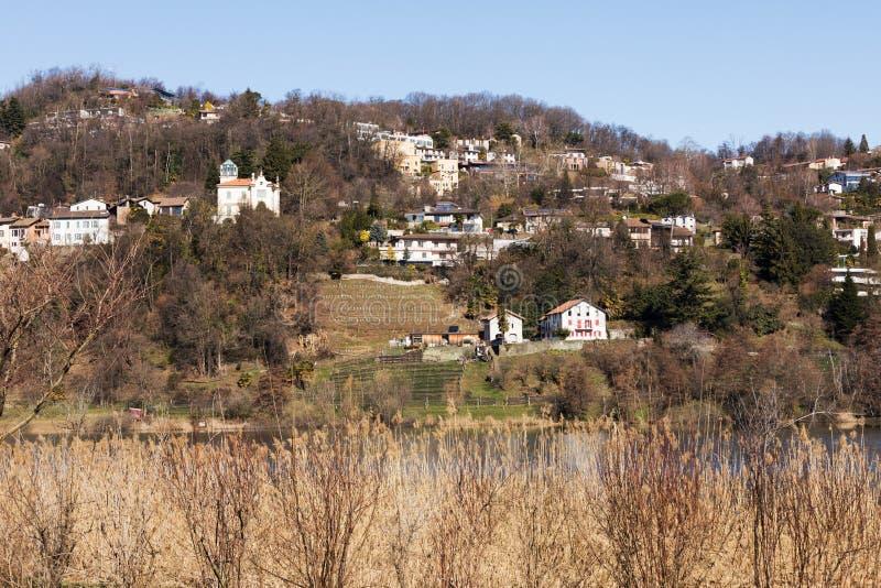 Extérieur de villa donnant sur les collines image stock