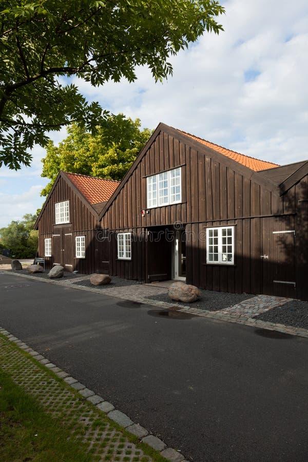 Extérieur des maisons en terrasse en bois à Copenhague images libres de droits