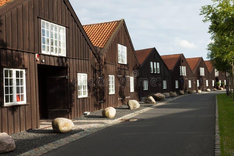 Extérieur des maisons en terrasse en bois à Copenhague photo stock