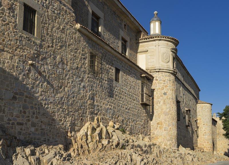 Extérieur des murs médiévaux d'Avila en Espagne photos stock