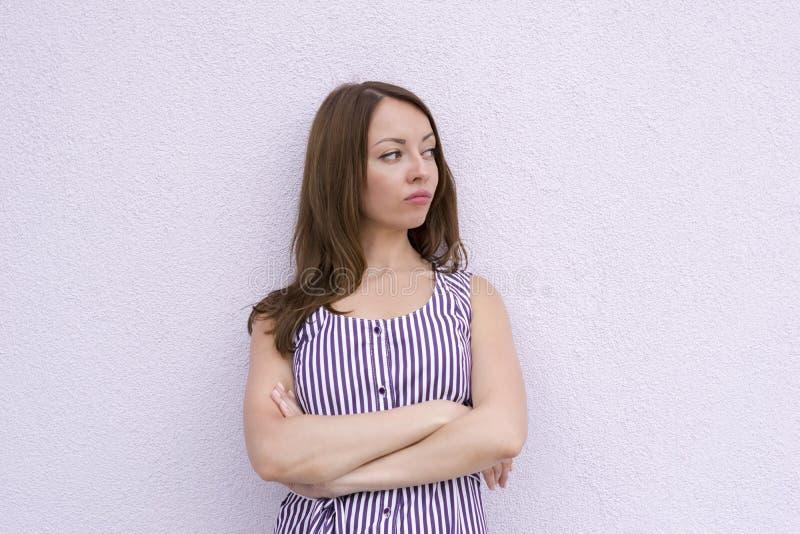 extérieur modèle aux cheveux foncés image stock