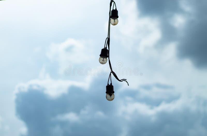 Extérieur suspendu d'ampoule photo libre de droits