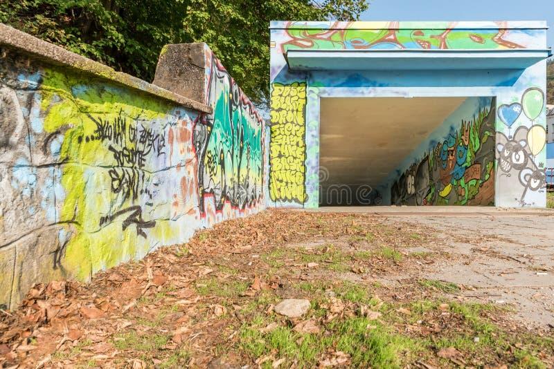 Extasie a passagem subterrânea sob o estação de caminhos-de-ferro de Adamov, República Checa imagens de stock