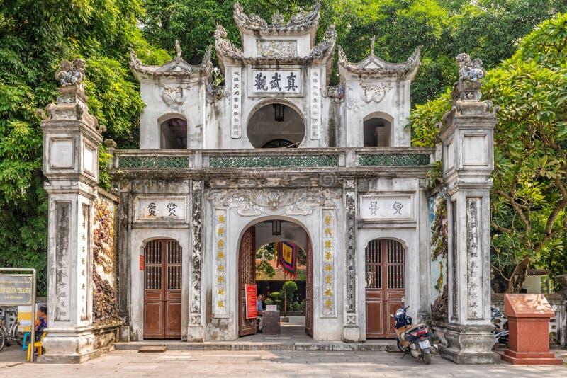 Extasie a porta a Den Quan Thanh um templo da taoista em Hanoi foto de stock