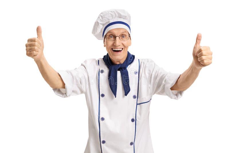 Extatische chef-kok die tegenhoudend zijn duimen geven royalty-vrije stock afbeelding