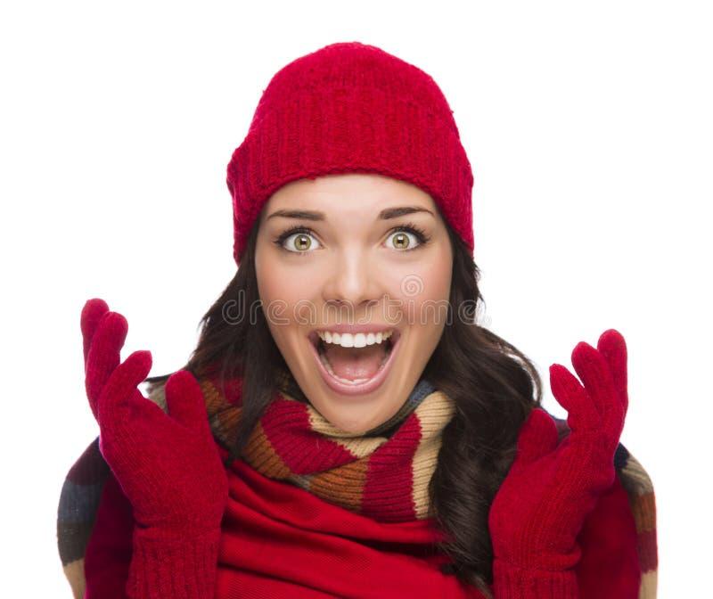 Extatische Gemengde Rasvrouw die de Winterhoed en Handschoenen dragen royalty-vrije stock foto
