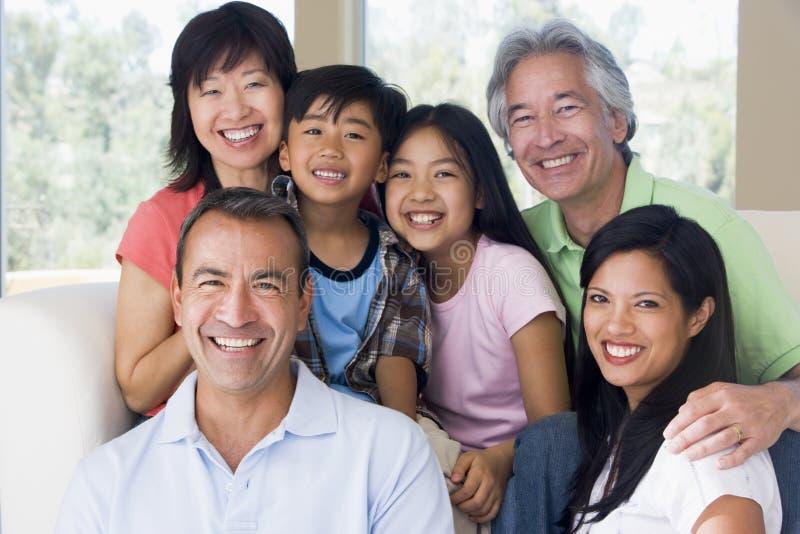 extended family living room smiling στοκ φωτογραφίες