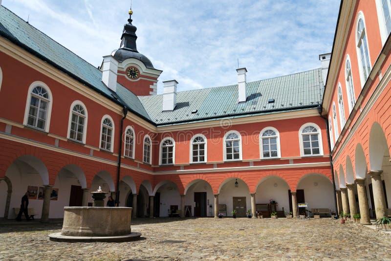 Exterior of the Chateau at Kamenice nad Lipou, Tjeckien royaltyfri fotografi