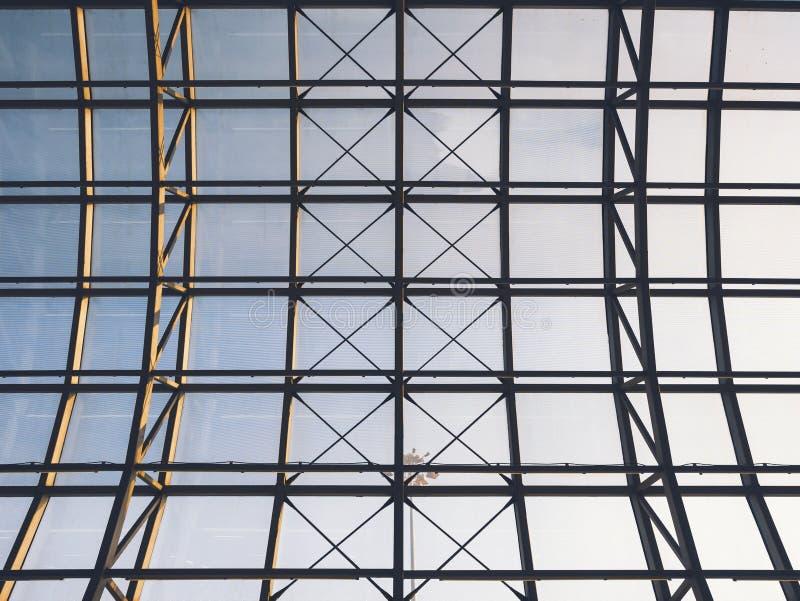 Exterior constructivo moderno de la construcción de acero del tejado del detalle de la arquitectura imagen de archivo libre de regalías