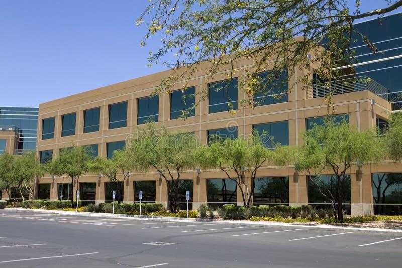 Exterior corporativo moderno novo do prédio de escritórios foto de stock
