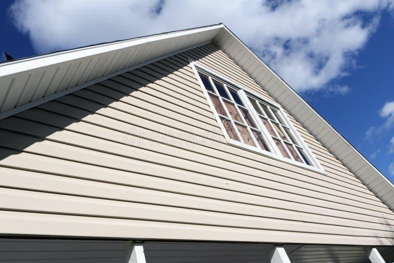 Download Exterior Da Casa, Close-up Do Telhado. Foto de Stock - Imagem de suburb, horizontal: 26523412