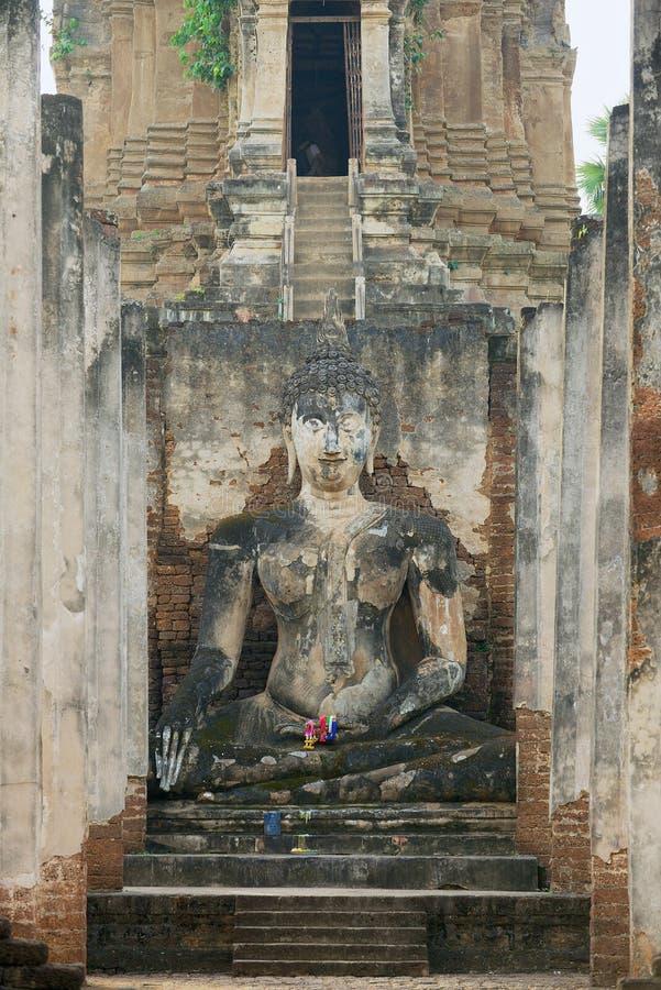 Exterior da estátua da Buda no si Satchanalai no parque histórico de Sukhothai, Sukhothai, Tailândia foto de stock royalty free