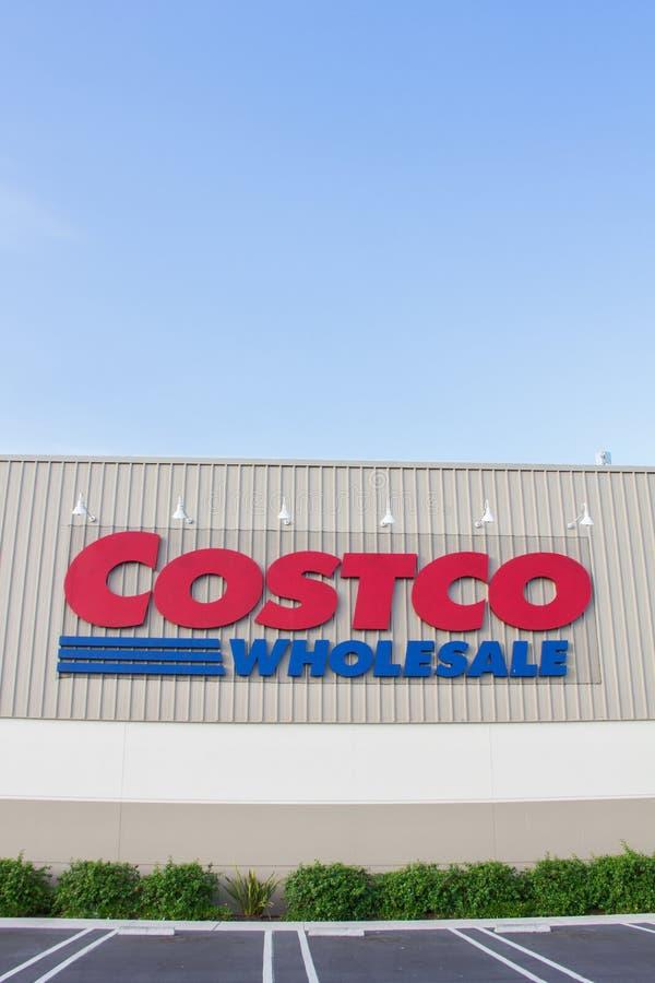 Exterior da loja da venda por atacado de Costco imagem de stock