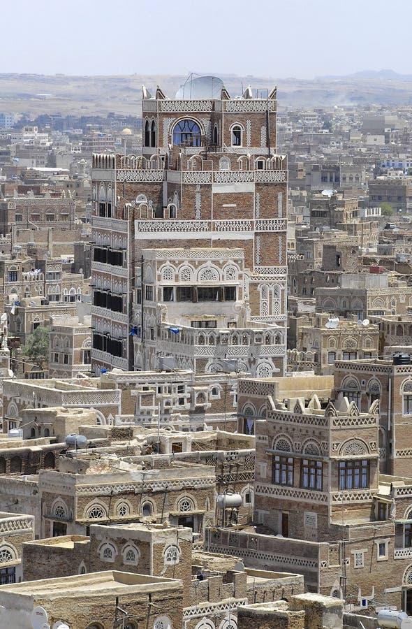 Exterior das construções tradicionais da cidade de Sanaa em Sanaa, Iémen fotografia de stock