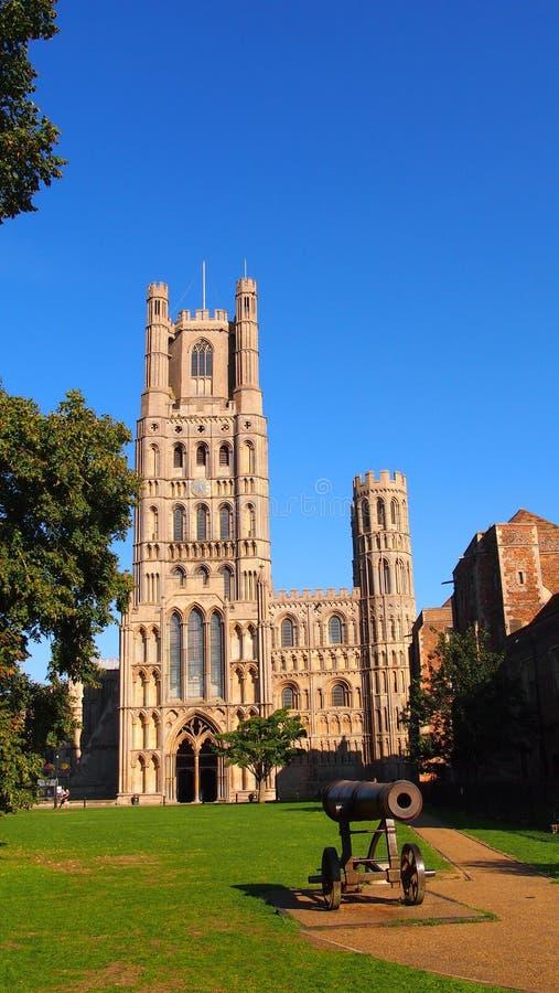 Exterior de Ely Cathedral, Inglaterra imagem de stock royalty free