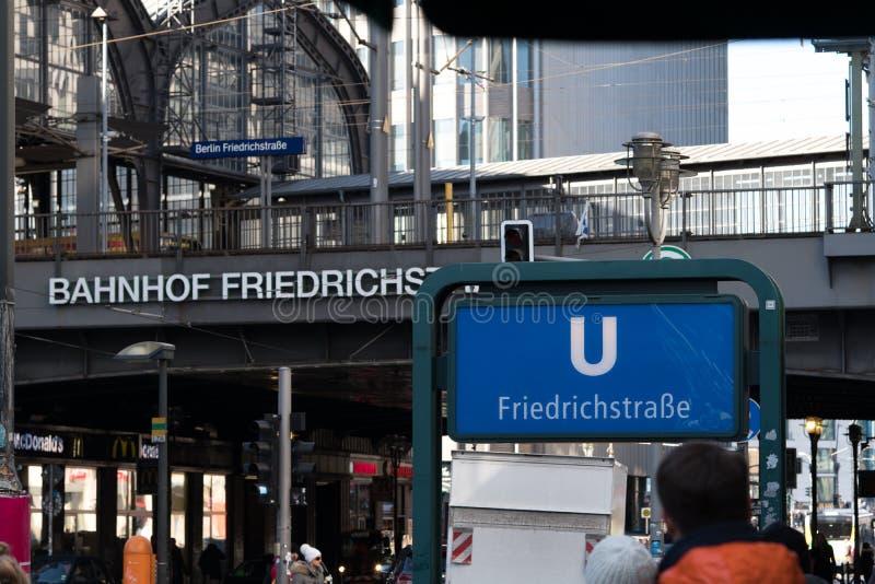 Exterior de la estación de Berlin Friedrichstrasse U-Bahn fotografía de archivo