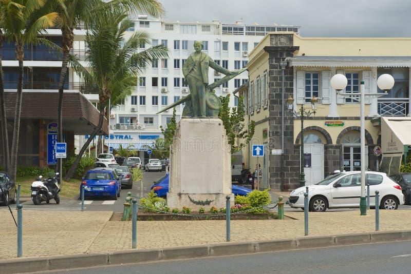 Exterior de la estatua de Roland Garros en St Denis De La Reunion, Francia fotografía de archivo