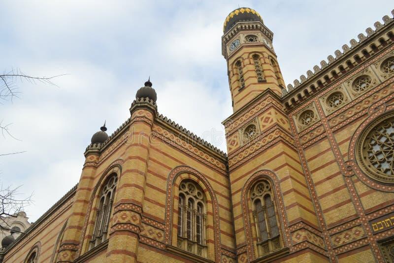 Exterior de la gran sinagoga central en Budapest el 31 de diciembre de 2017 imagen de archivo