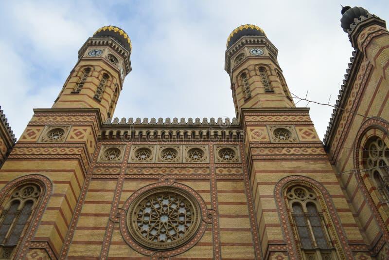 Exterior de la gran sinagoga central en Budapest el 31 de diciembre de 2017 fotos de archivo