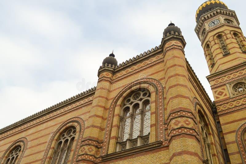 Exterior de la gran sinagoga central en Budapest el 31 de diciembre de 2017 fotografía de archivo