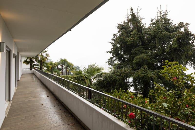 Exterior de la terraza con nadie alrededor fotografía de archivo libre de regalías