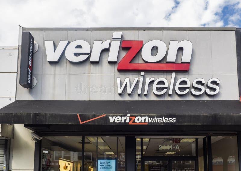 Exterior de la tienda de Verizon Wireless foto de archivo libre de regalías