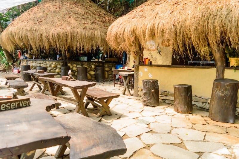 Exterior de um restaurante amigável bem decorado de Eco imagem de stock royalty free