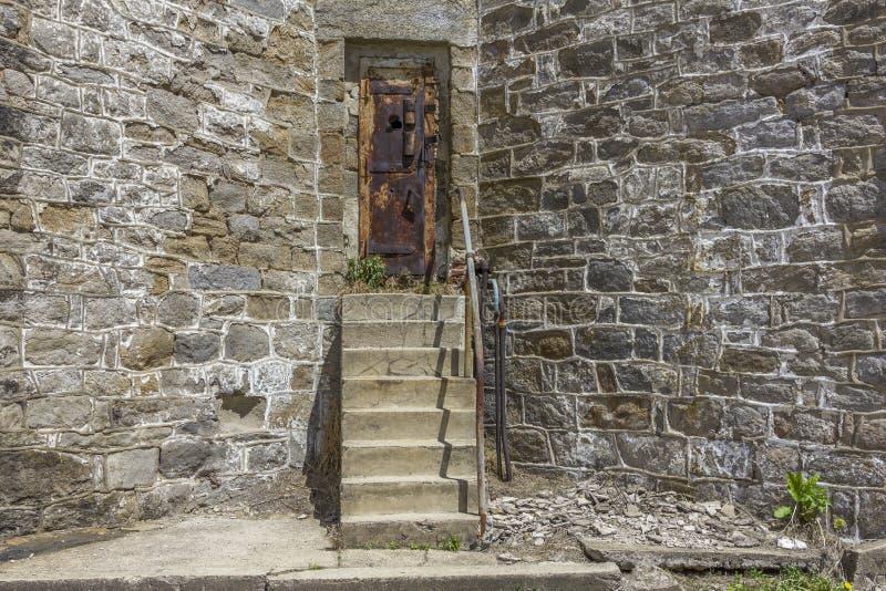 Exterior de uma prisão abandonada imagens de stock royalty free