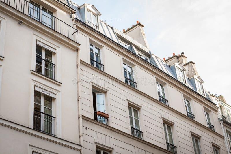 Download Exterior De Una Casa Urbana Histórica En París Foto de archivo - Imagen de parís, arquitectónico: 41911780
