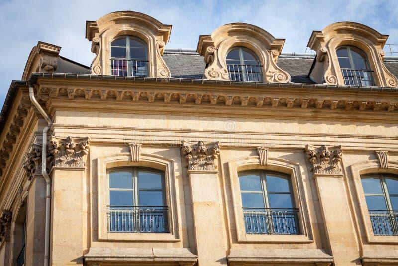 Download Exterior De Una Casa Urbana Histórica En París Foto de archivo - Imagen de exterior, ornamentation: 41911820
