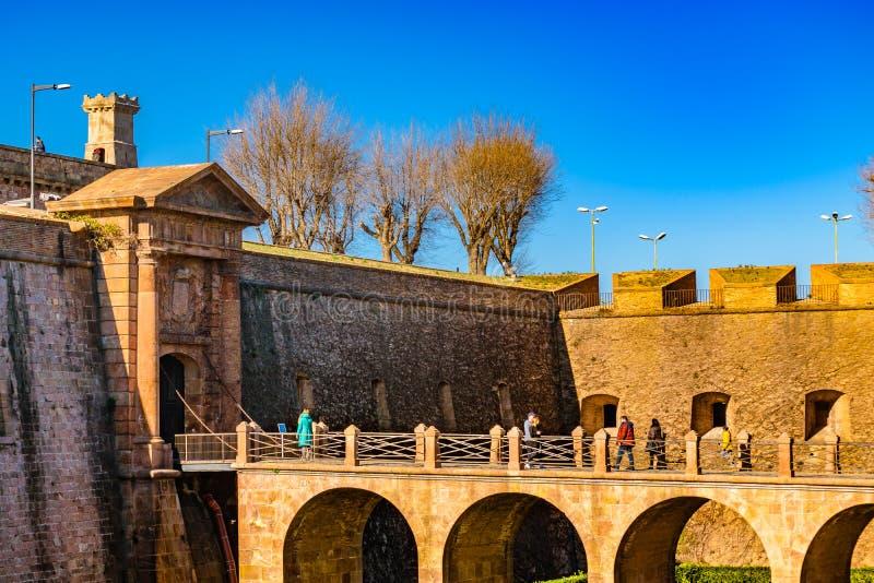 Exterior del castillo de Montjuic, Barcelona, España foto de archivo