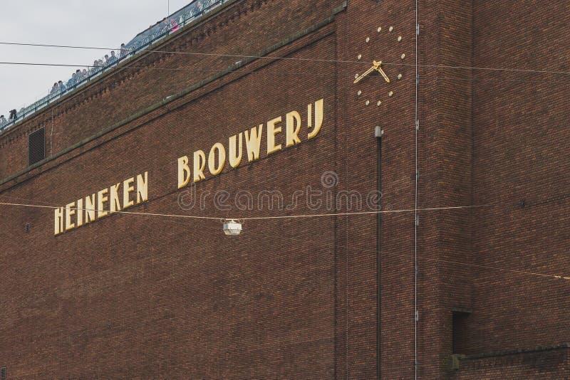 Exterior del edificio de la cervecería de Heineken en Amsterdam céntrica foto de archivo