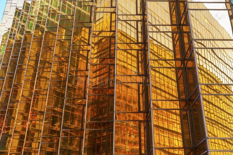 Exterior del edificio de oficinas de la alta subida imágenes de archivo libres de regalías