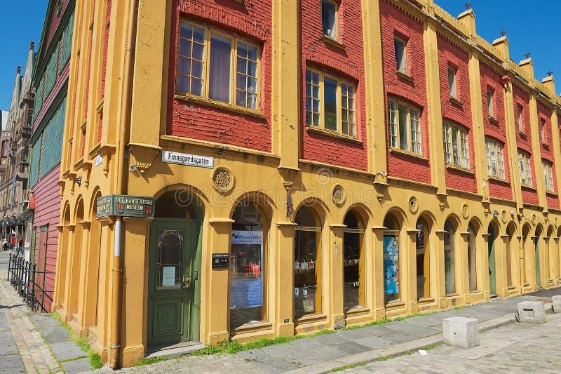 Exterior del edificio histórico del museo hanseático en Bergen, Noruega fotografía de archivo