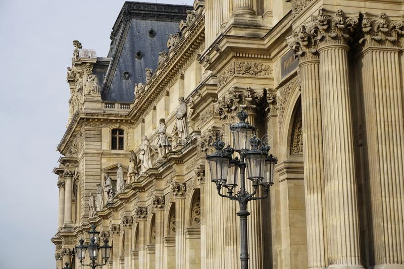 Exterior del Louvre imagen de archivo libre de regalías