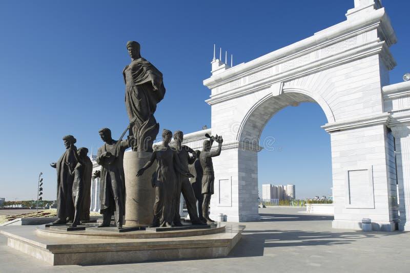 Exterior del monumento hermoso de Eli del Kazakh en Astaná, Kazajistán fotografía de archivo libre de regalías