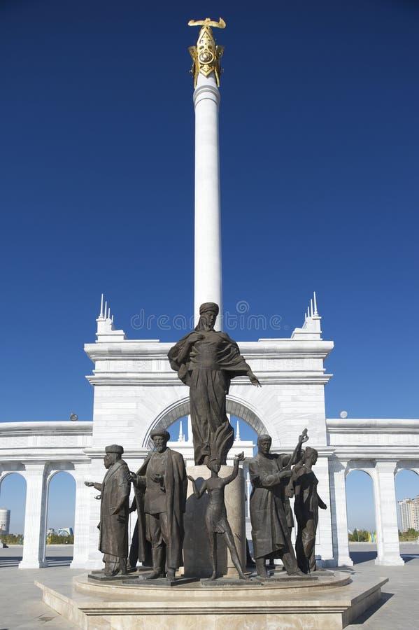 Exterior del monumento hermoso de Eli del Kazakh en Astaná, Kazajistán foto de archivo