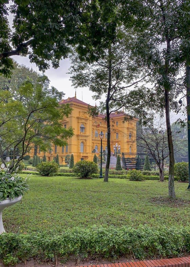 Exterior del palacio presidencial en Ho Chi Minh Mausoleum Complex en Hanoi Vietnam fotos de archivo libres de regalías