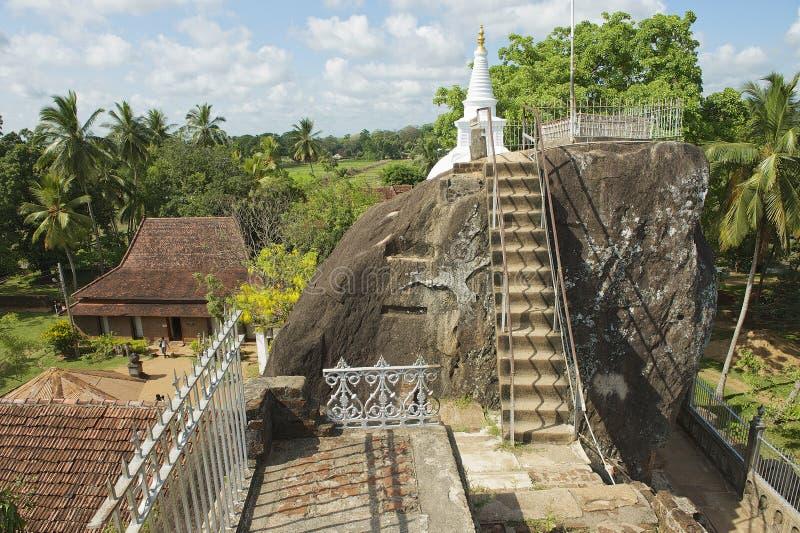 Exterior del templo de la roca de Isurumuniya en Anuradhapura, Sri Lanka fotos de archivo