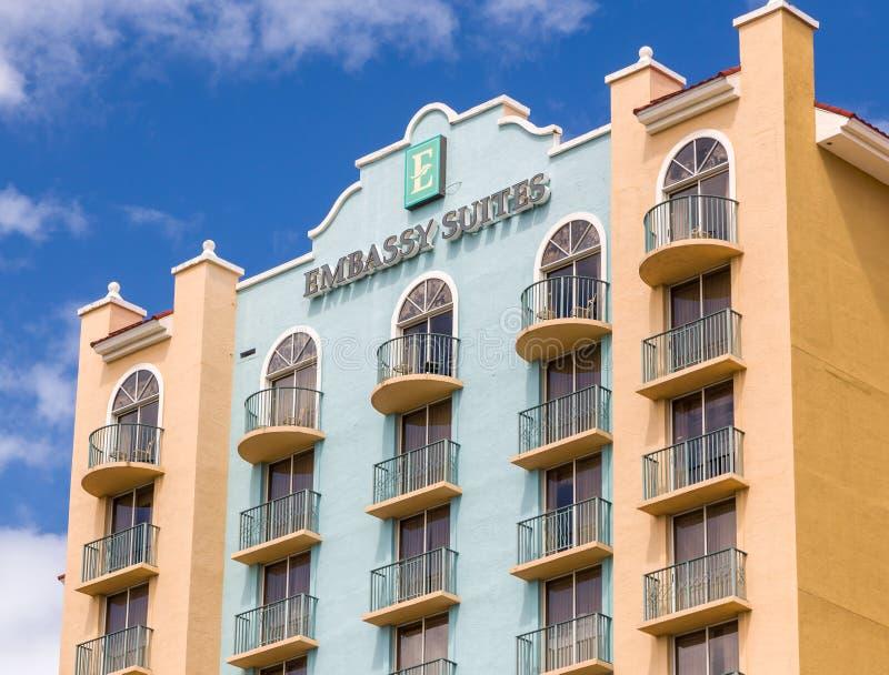 Exterior do hotel de Embassy Suites foto de stock royalty free