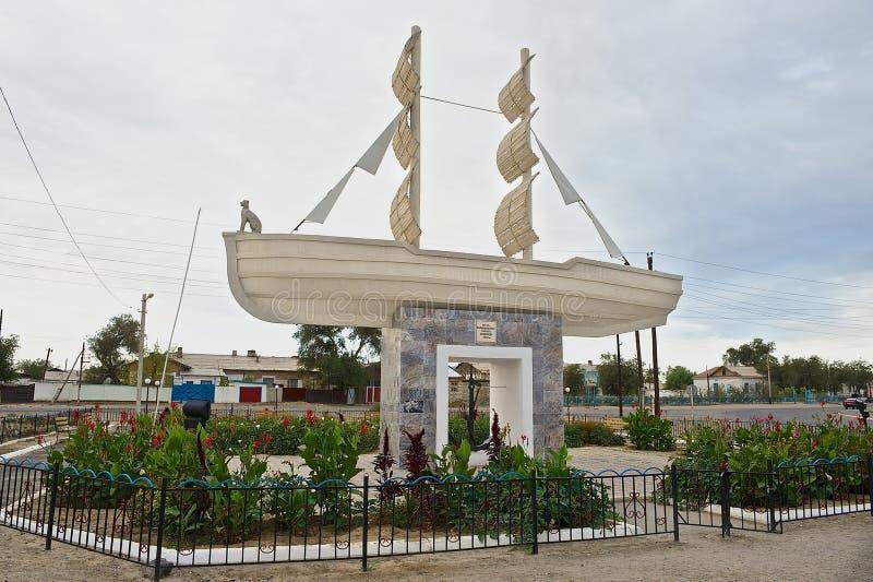 Exterior do monumento aos marinheiros inoperantes do mar de Aral em Aralsk, Cazaquistão fotos de stock royalty free