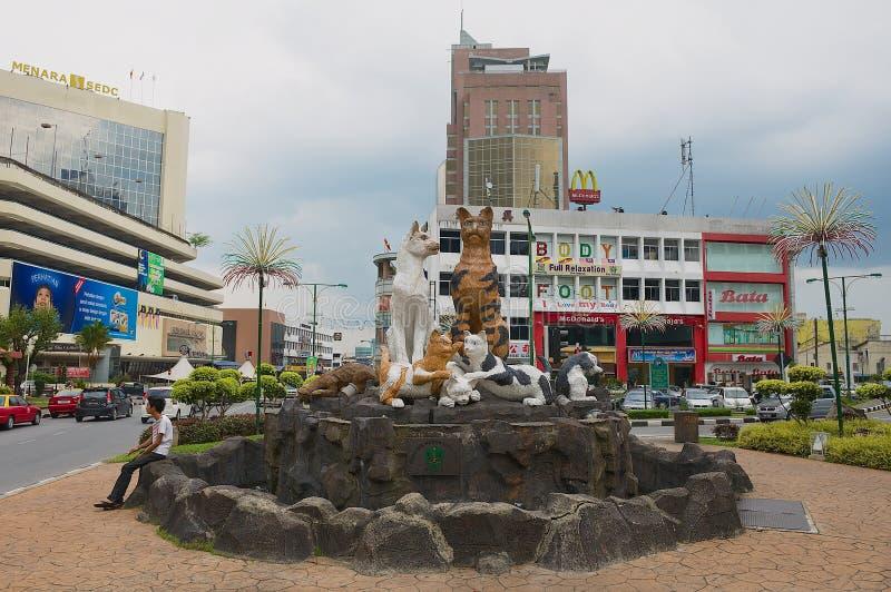 Exterior do monumento dos gatos em Kuching do centro, Malásia imagens de stock