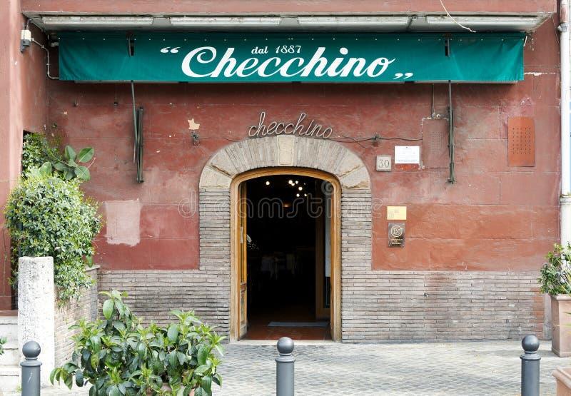 Exterior do restaurante romano típico Checchino em Roma fotografia de stock