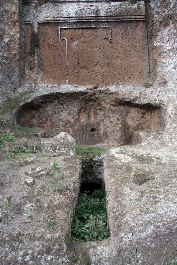 Exterior do túmulo de Etruscan imagens de stock royalty free
