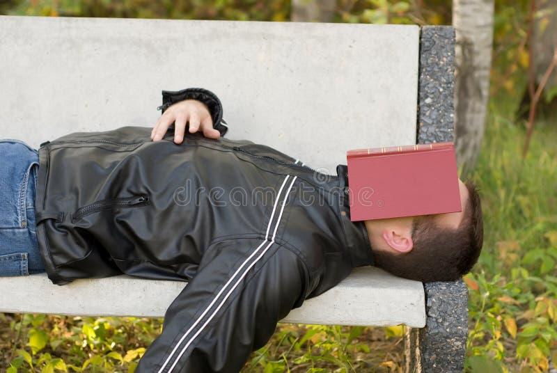 Exterior dormido del hombre fotografía de archivo libre de regalías