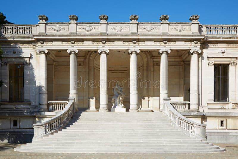 Exterior, escalera y columnata de Galliera del palacio en París imágenes de archivo libres de regalías