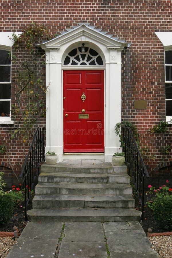 Exterior georgiano de la puerta de la casa foto de archivo libre de regalías