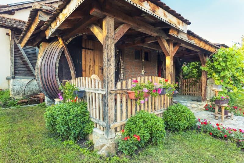Exterior hermoso de la cabaña del centro turístico del lagar imagenes de archivo