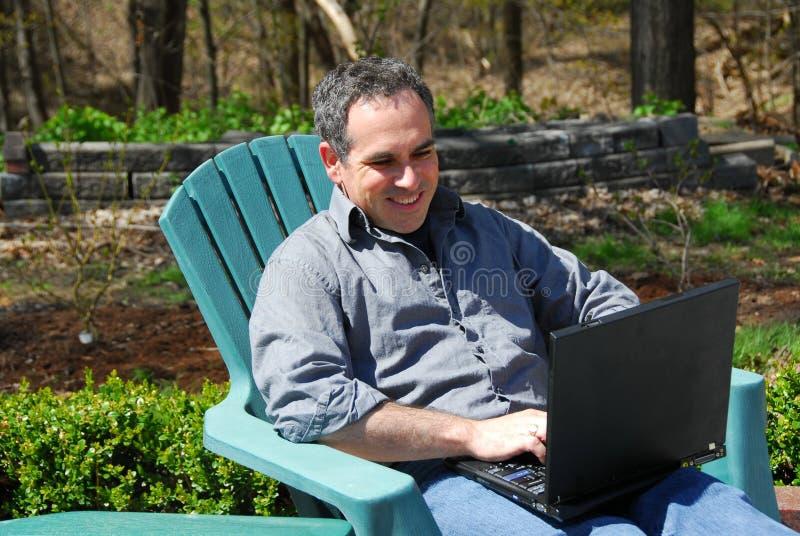 Exterior hombre-ordenador foto de archivo libre de regalías