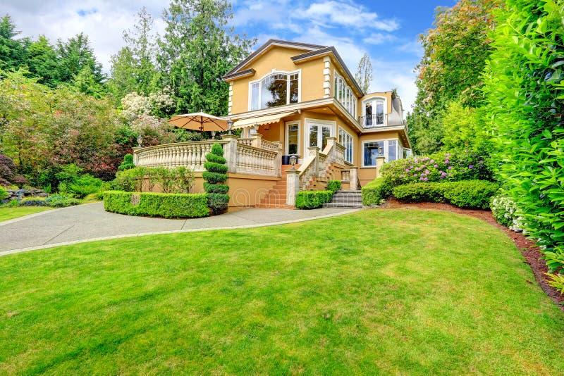 Exterior luxuoso da casa foto de stock royalty free